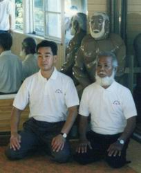 Shimabukuro sensei 8e DAN et Toyama sensei 10e DAN, le dernier élève vivant de uechi Kambun