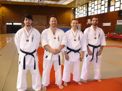 Les médaillés en Kata senior masculins