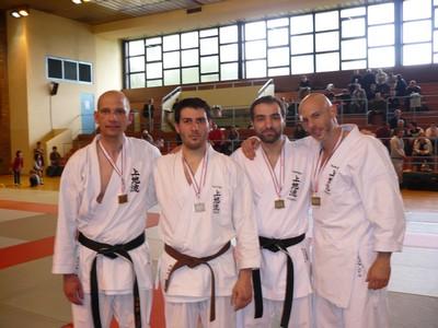 Les médaillés en kumite plus de 75 kgs